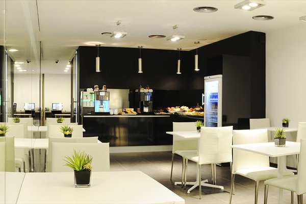 Air Rooms Madrid Airport By Premium Traveller - 8