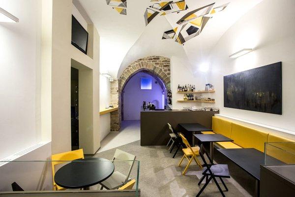 Little Italy Hostel - фото 8