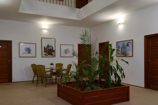 Mestsky Hotel Dorinka - 11