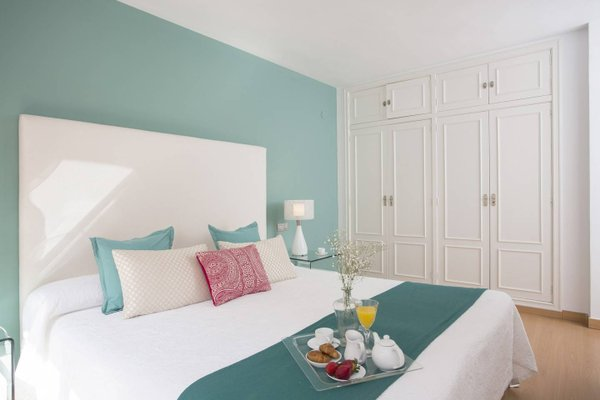Spain Select Plaza de la Reina Apartments - фото 15