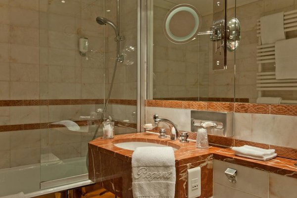 Hotel Le Regent Paris - 9
