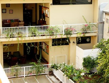 Гестхаус Feung Nakorn Balcony Rooms and Cafe
