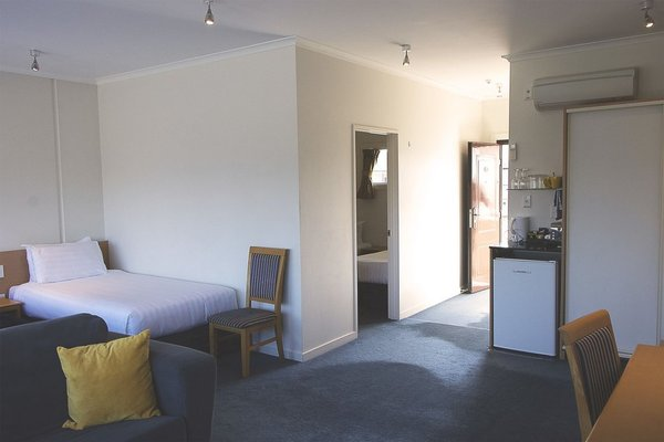 Saxton Lodge Motel - 4