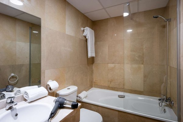 Tryp Madrid Airport Suites - фото 10