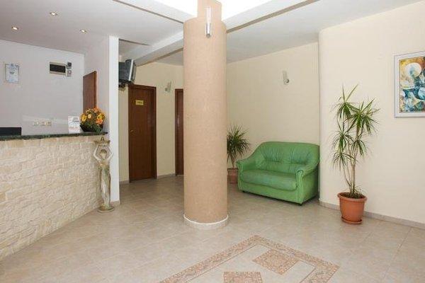Family Hotel Milev - фото 18
