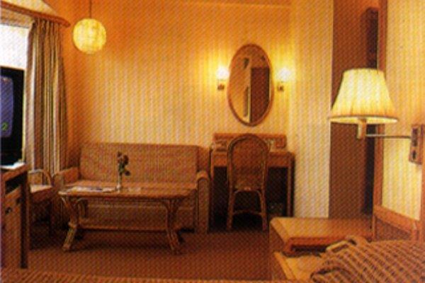 Nirula's Hotel - 13
