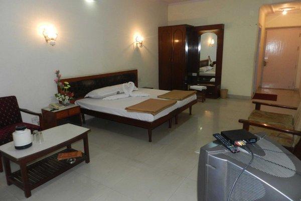 Lakshmi Vilas Hotel - 3