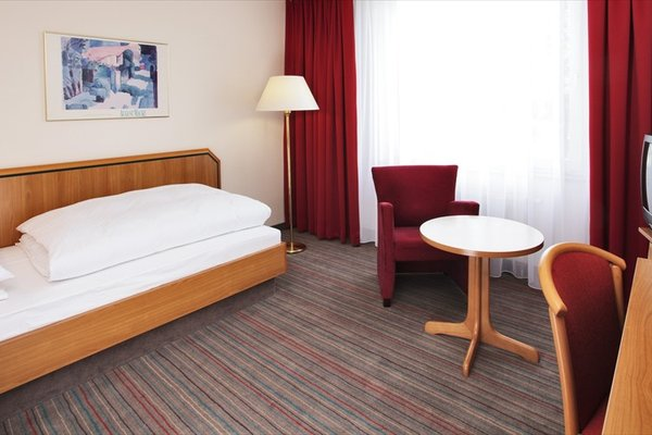 H+ Hotel Solingen - фото 3