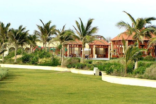 Umm Al Quwain Beach Hotel - фото 23