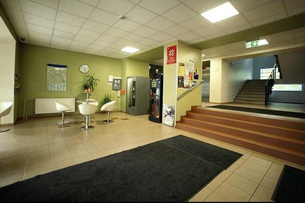 Academus Hostel - фото 9
