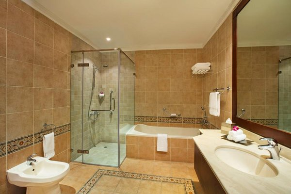 Hilton Al Hamra Beach & Golf Resort (ех. Al Hamra Fort & Beach Resort) - 10
