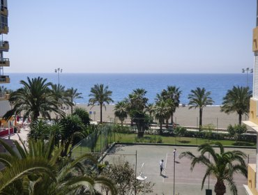 Apartments 50 mts playa, Piscinas, tenis, internet, vista mar
