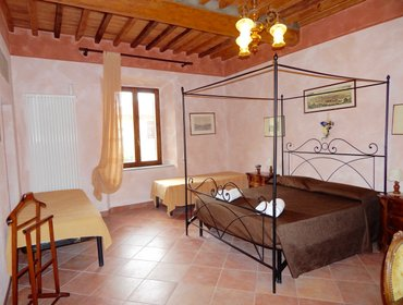 Guesthouse Apt Giotto with pool for 4 guests