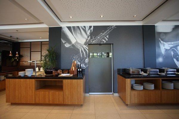Courtyard by Marriott Wiesbaden-Nordenstadt (ех. Ramada Hotel Wiesbaden-Nordenstadt) - фото 16