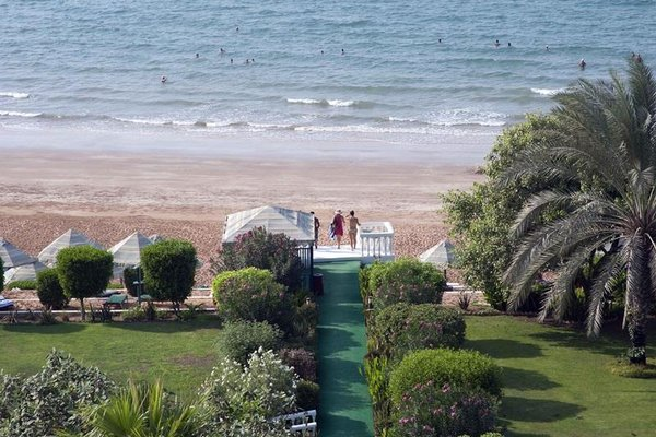 Bin Majid Beach Hotel - фото 17
