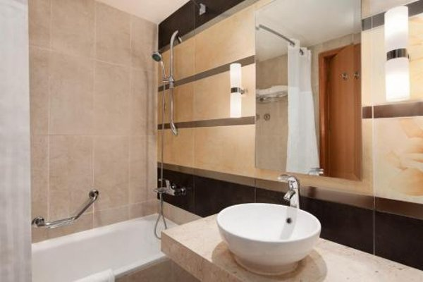 Hilton Hurghada Long Beach Resort - 4