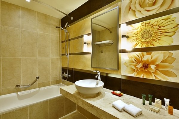 Hilton Hurghada Long Beach Resort - 5