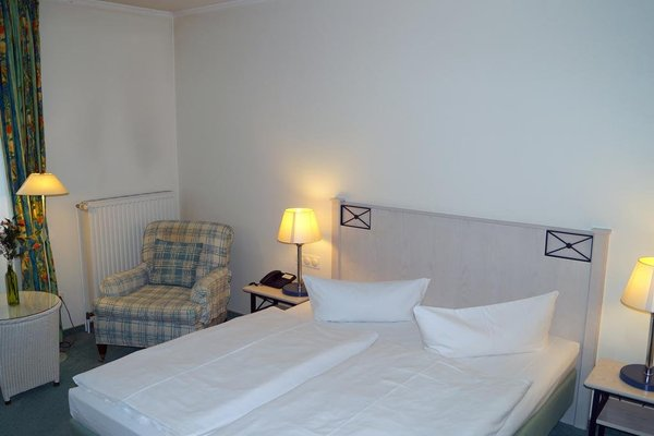 Entree Gross Borstel Garni Hotel - фото 3