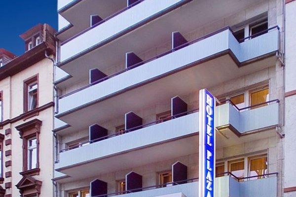 Favored Hotel Plaza - фото 20