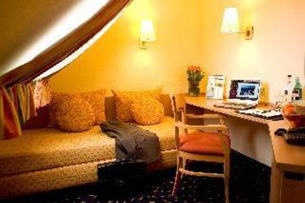Favored Hotel Plaza - фото 3