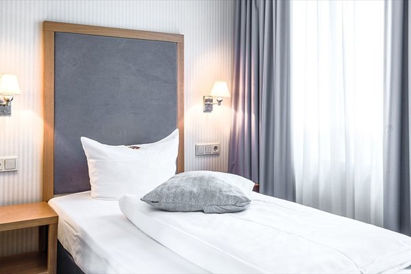 TOWNHOUSE Hotel - 29