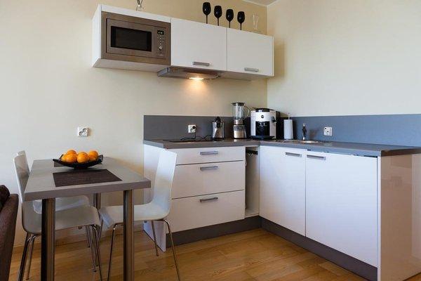 Adelle Apartments - фото 8