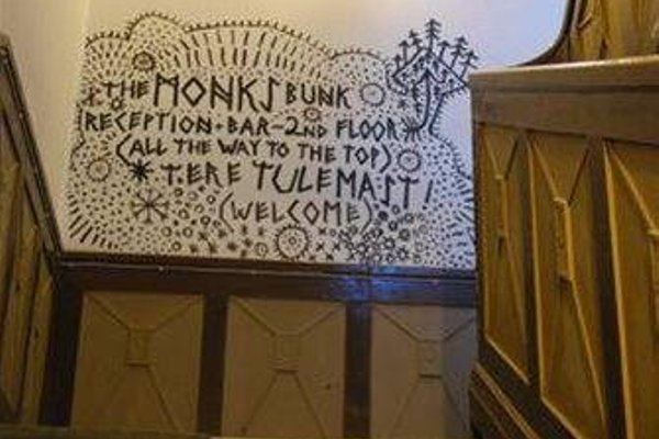 The Monk's Bunk Party Hostel - фото 12