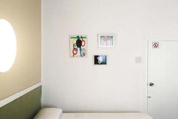 Malvarrosa Beach Rooms - фото 11