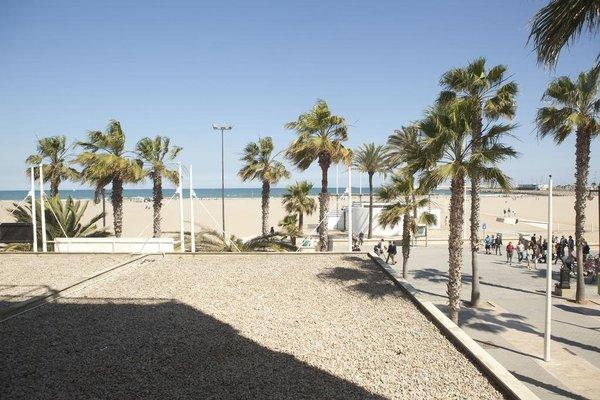 Malvarrosa Beach Rooms - фото 21