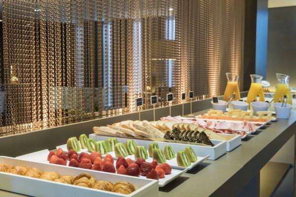 AC Hotel Ciudad de Sevilla, a Marriott Lifestyle Hotel - фото 12