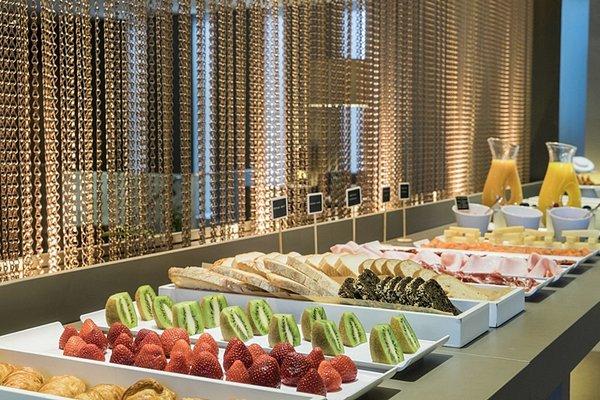 AC Hotel Ciudad de Sevilla, a Marriott Lifestyle Hotel - фото 19