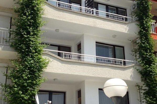 Yanis Guest House - фото 3