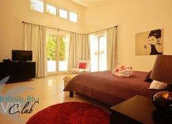 Infiniti Blu Luxury Ocean Front Condos фото 2