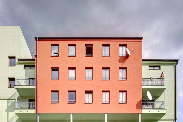 Orange & Yellow Apartments - фото 4