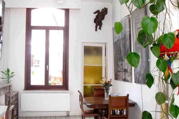 Corner Art House - 50