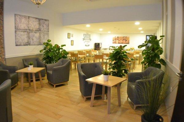 Hotel Sur Malaga - фото 10
