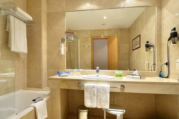 Tryp Malaga Alameda Hotel - фото 7