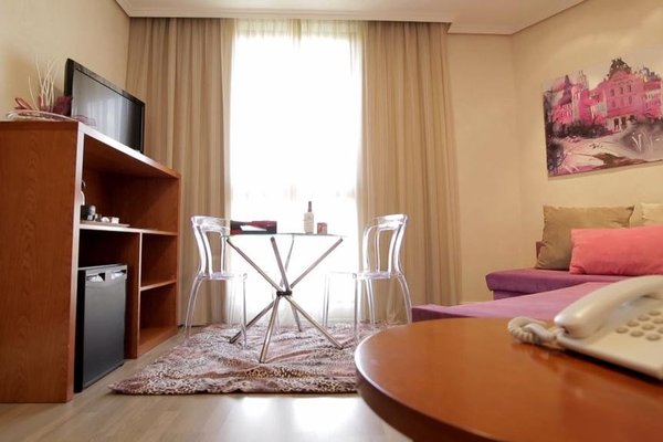 Hotel Puerta de Toledo - фото 3