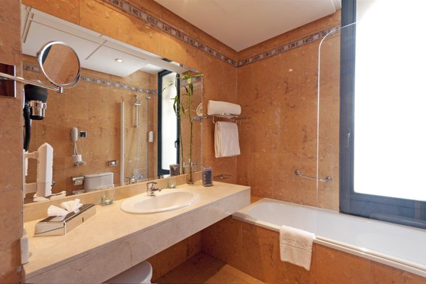 Tryp Madrid Cibeles Hotel - фото 8