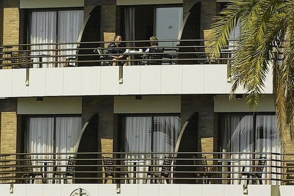 Almirall Apartaments - фото 22