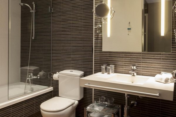 AC Hotel Palau de Bellavista - 11