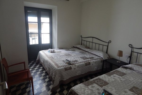 Girona Apartments - фото 9