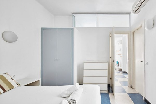 Chic & Basic Urquinaona Apartments - фото 11