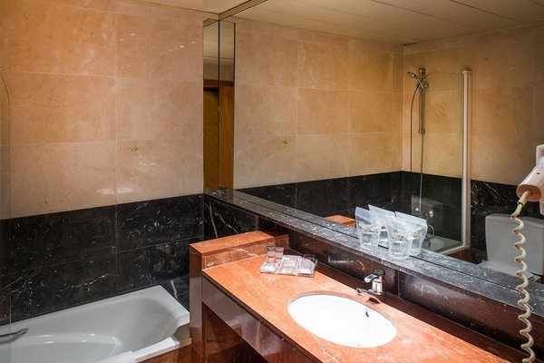 Отель Catalonia Diagonal Centro - фото 7