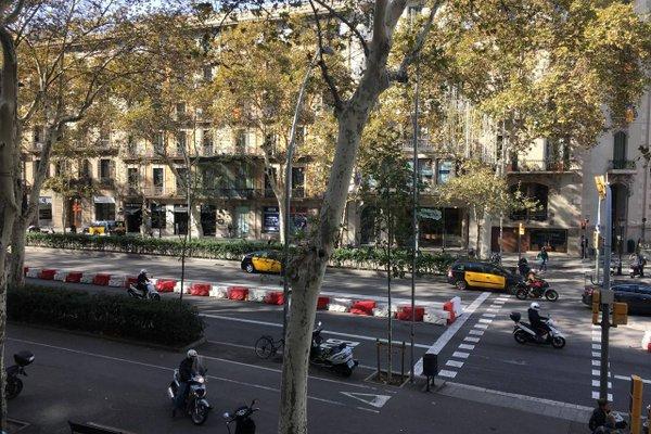 Fisa Rentals Gran Via Apartments - фото 23