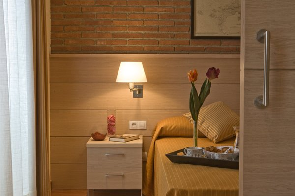Arc de Triomf Apartments - 9