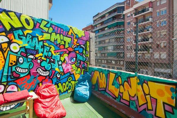 No Limit Hostel Graffiti - 11