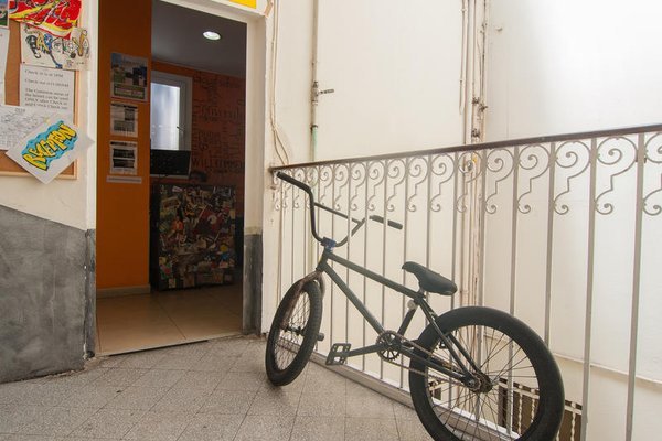 No Limit Hostel Graffiti - 18