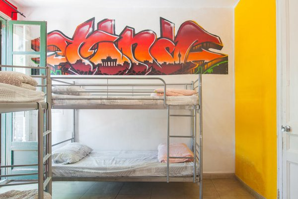 No Limit Hostel Graffiti - 3