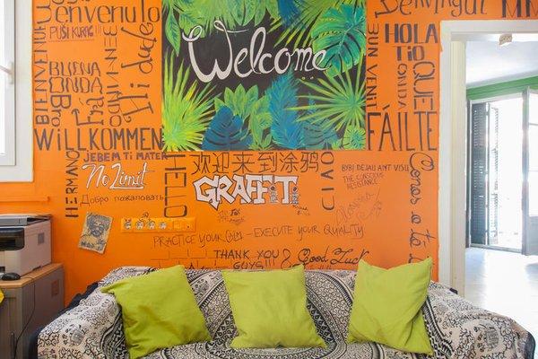 No Limit Hostel Graffiti - 8